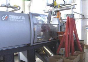 macchinati-stampaggio-materie-plastiche-165 tonn
